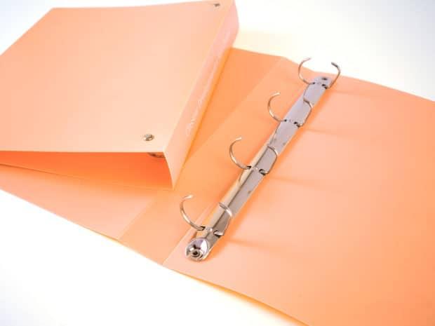 Classeur PP avec mécanisme 4 anneaux en D de 25 mm fixés par 2 rivets apparents