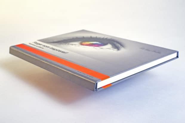 Kaschierte Magnete und PVC-Profile an den offenen Rändern machen aus diesem Musterbuch eine hochwertige Magnetklappbox