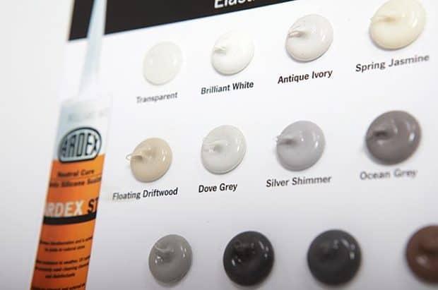 Application des gouttes silicone par nos équipes pour vous livrer une PLV clé en mains