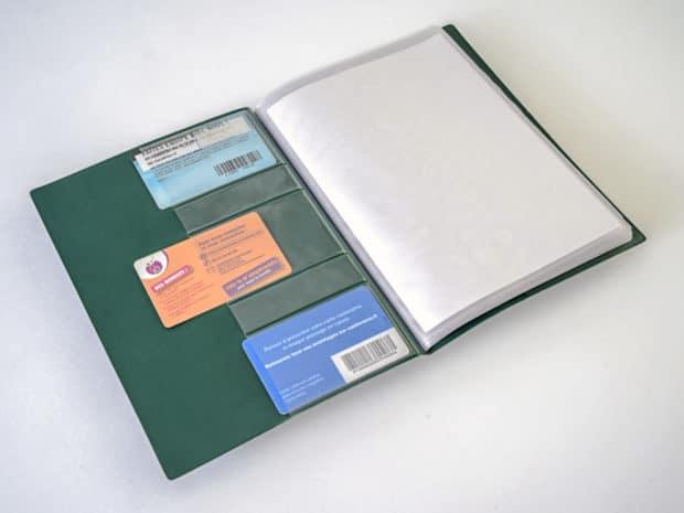 Porte-vues avec poches pour cartes à l'intérieur de la couverture