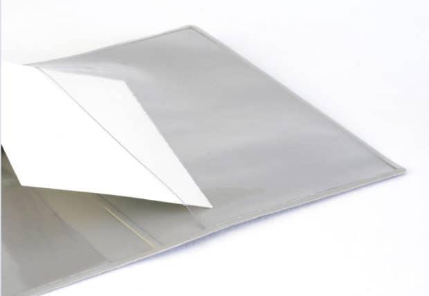 Couverture de passeport opaque avec poches cristal à l'intérieur pour consulter facilement le document