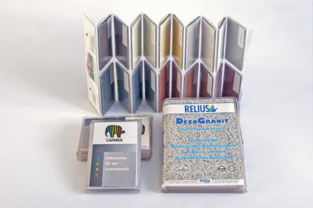 Muestrario tipo acordeón de PVC con bolsillos para tus muestras – compacto y con una portada impresa personalizada