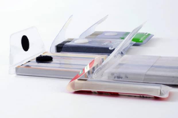Estuche para muestras compacto y de plástico con cierre a elegir entre broche, velcro, solapa de cierre