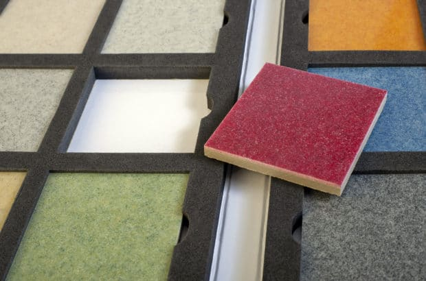 Fabrication dans l'atelier Design Duval d'échantillons lourds de type sols ciment, décoratifs ou terrazzo