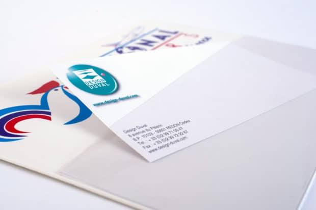 Pancarte d'aéroport avec poche cristal pour insérer une fiche remplaçable avec le nom du voyageur attendu
