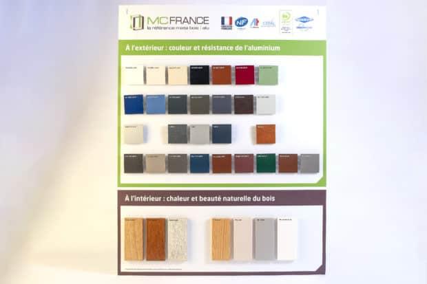 Grand panneau PLV sur-mesure pour la présentation d'échantillons bois et alu