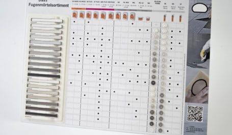 Carta de muestras de color y display de mostrador de cartón y termoconformado para muestras de morteros para juntas y selladores de silicona