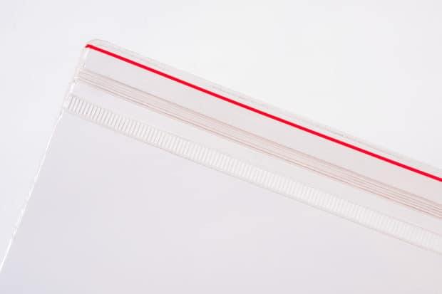 Pochette adhésive refermable par glissière