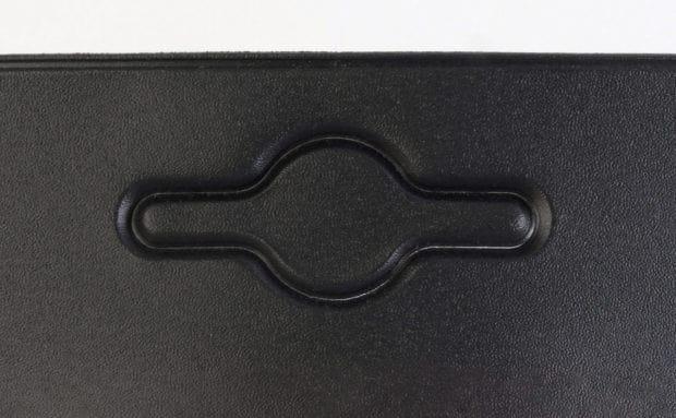 Pochette à perforation européenne pour la mise en rayon par suspension