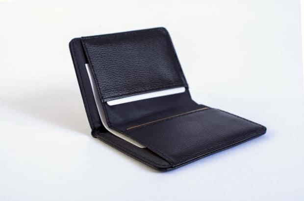 Étui cousu avec 2 poches pour cartes bancaires et 1 pochette pour facturettes