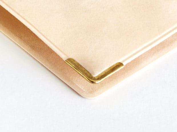 Porte-livret de famille avec coins métal pour protection et effet haut de gamme