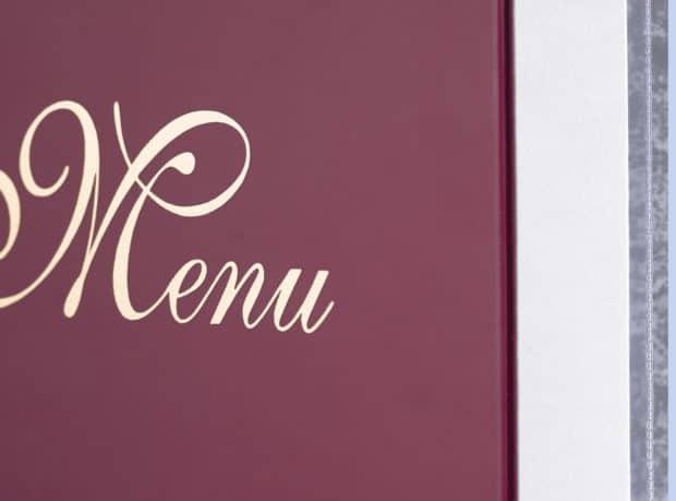 Dorure or sur la première de la couverture du menu