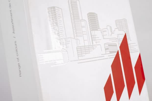 Elegantes und modernes Design mit Selektivlack auf dem Logo als Eye-Catcher