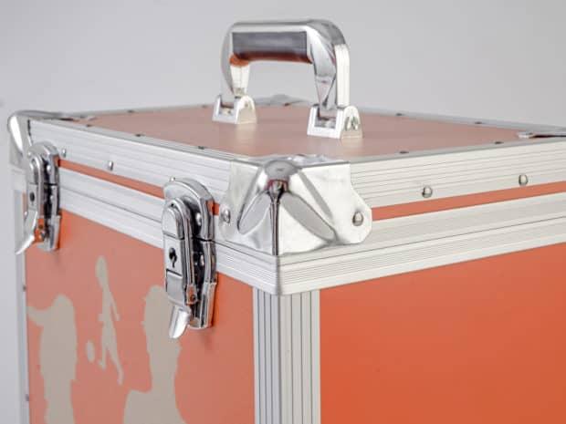 Valise aluminum : finitions haut de gamme avec poignée confort et coins alu renforcés