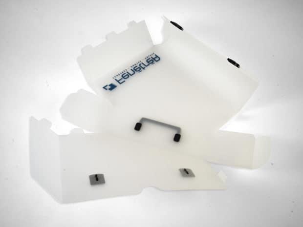 Valisette stockée à plat, montage par languettes de verrouillage