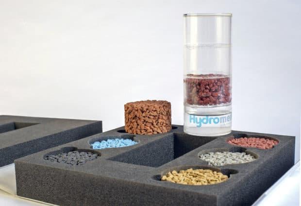 Coffret ouvert avec calage mousse sur-mesure pour aquablier et échantillons de béton