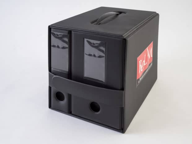 Demo-Set als Stehsammler für zwei Präsentationsboxen aus PVC für Türwinkel und Türenprofile