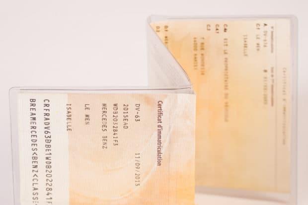 Étui transparent 3 volets pour carte grise