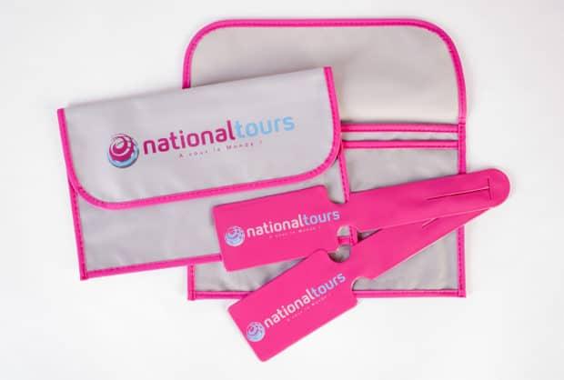 Reisedokumententaschen und Kofferanhänger passend zu den Farben und dem Image Ihrer Marke