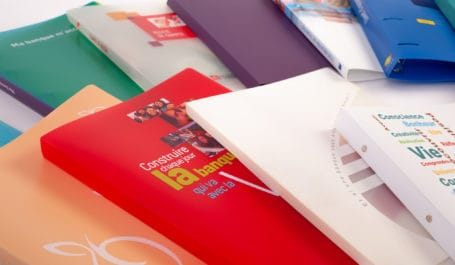 Individuelle Ordner, Ringbücher oder Ordnerboxen aus Polypropylen massgeschneidert