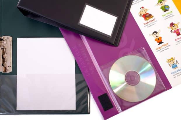 Personaliza tu archivador de PVC con fundas portadocumentos, tarjeteros, cierres, etc.