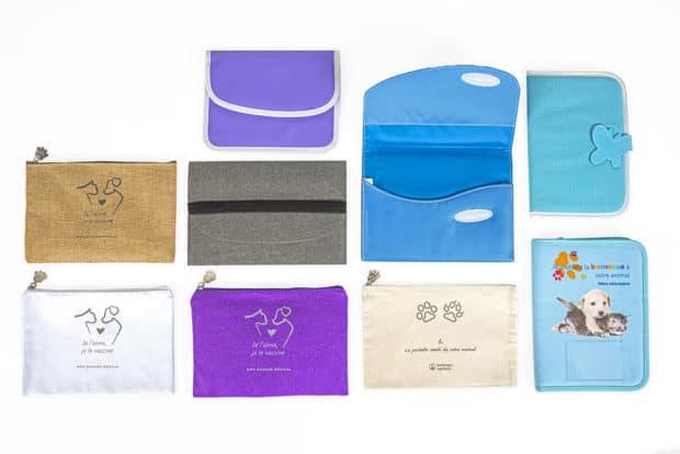 Kit para la cartilla de vacunación y muestras de productos para perros y gatos