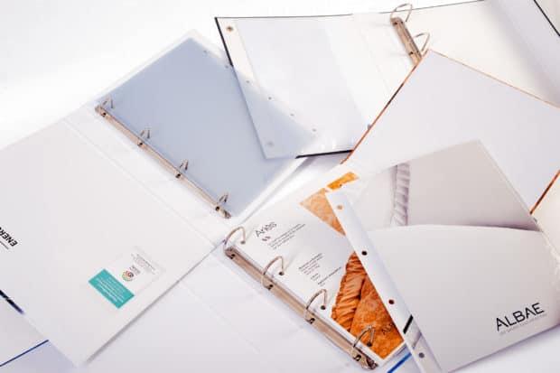Register, Visitenkartenfächer, Kartoneinlagen, Hüllen für Broschüren vervollständigen Ihren Kartonordner