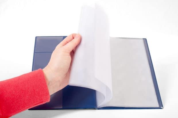 Sichthüllen aus Materialien, die das Einführen der Dokumente erleichtern