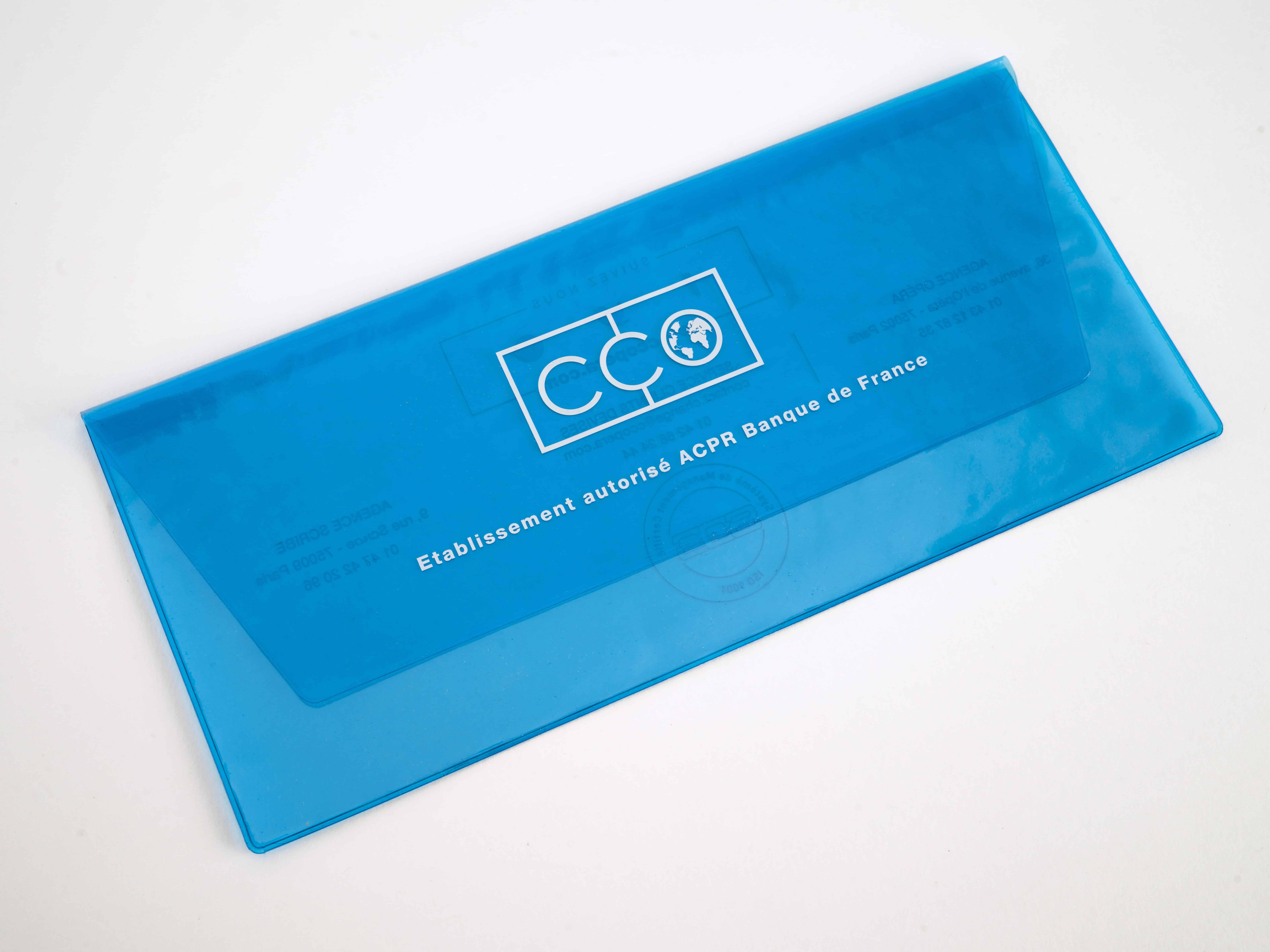 Conception et fabrication sur-mesure de pochette à rabat en PVC translucide