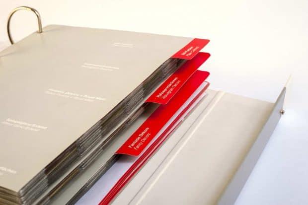 Individueller Kartonordner mit Kartonregistern und Sichthüllen aus PVC