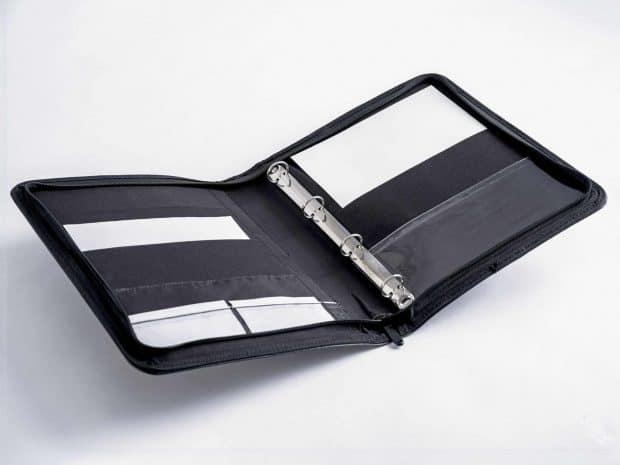 Conférencier multipoche en simili-cuir avec mécanisme de classeur conçu sur-mesure