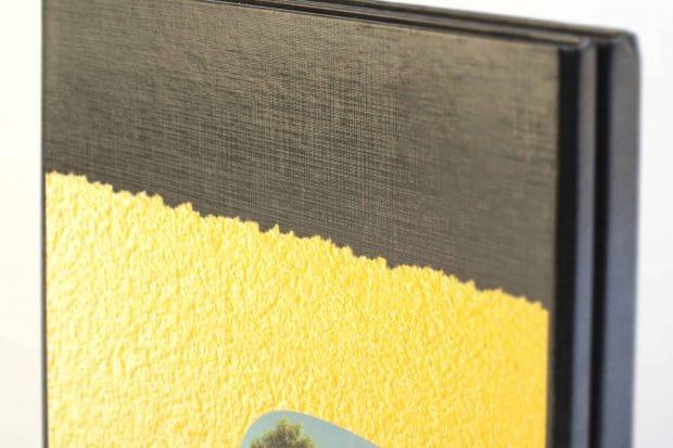 Impression quadri sur la couverture protégée par un pelliculage toilé