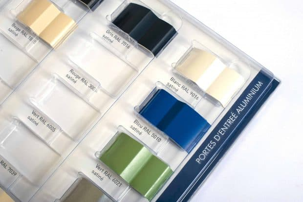 Utilisation d'un thermo transparent pour imprimer sur la couverture en arrière-plan